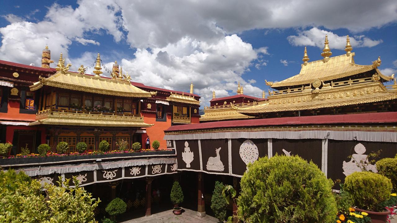 In Lhasa – Drepung Monastery, Johkang Temple, Barkhor Street, Norbulingka