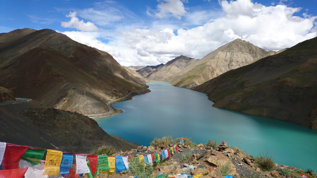 Tibet – From Lhasa to Shigatse (Yamdrok lake, Noijin Kangsang Peak, Simi Dam, Gatse monastry)